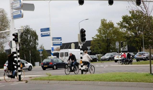Foutjes sluipen er tijdens het deelnemen aan het verkeer zo in, zeker in drukke en onoverzichtelijke situaties. (Foto: Theo van Sambeek).