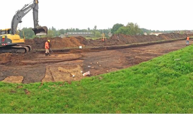 In de bodem is te zien wat de tienduizenden soldaten zoal hebben achterlaten. Dat wordt nu zorgvuldig opgegraven voordat de nieuwe woonwijk wordt gebouwd.