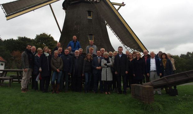 De delegaties uit Heerde en de Duitse partnerstad Balve sloten het bezoek af bij Vrieze's Erfgoed in Wapenveld.