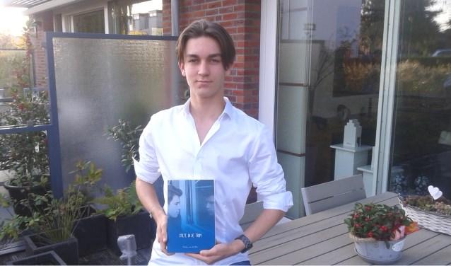Yoshua aan de Wiel is supertrots op zijn eerste roman!