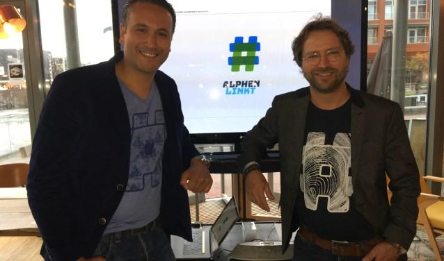 Wij willen laten zien aan iedereen: Dit is onze mooie, eigenwijze stad en daar zijn we trots op! Links Daniël Othman, rechts Jan Verheul voor de #, het symbool van Alphen linkt.