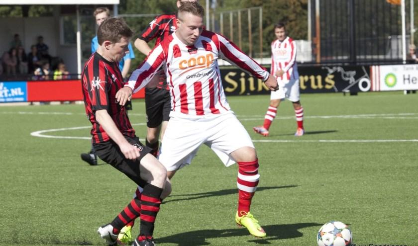 Kelvin Meijer van VV Gendringen in actie.