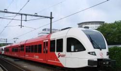 Het vervoer over de MerwedeLingeLijn wordt nu verzorgd door Arriva. (foto: Arco van der Lee)