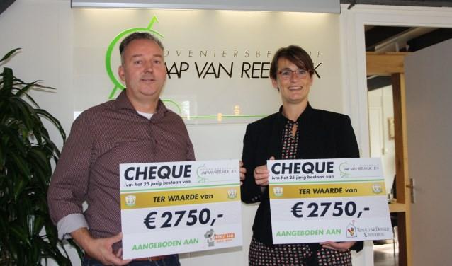 Lies Laumans nam de cheque van 2750 euro in ontvangst voor het Ronald Mc. Donald Kinderfonds.