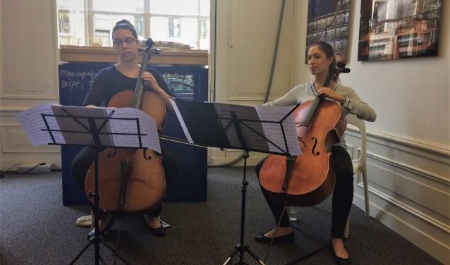 Muzikanten Rachel Jacobs (links) en Maria Coll Torra (rechts) Foto: Lana van der Meer