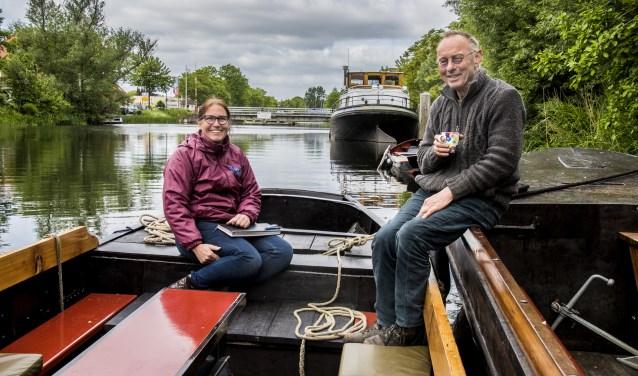 John La Haye met zijn vrouw Caroline aan boord van zijn schip De drie gebroeders. Ook dit jaar organiseert hij weer een varende dialoog. foto: Jan van Eijndhoven