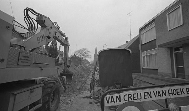 In maart 1976 lag de Achterstraat in Helvoirt open om de riolering te vervangen. Wat weet jij hier nog van?