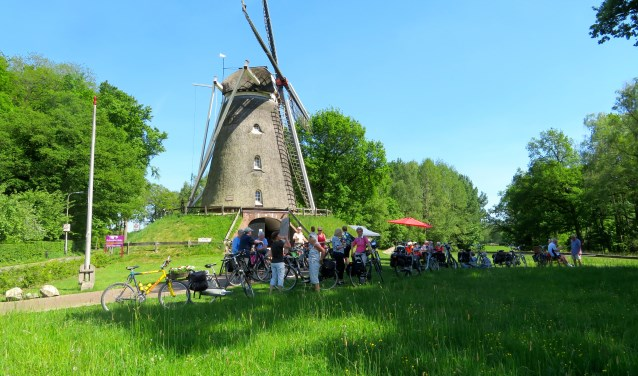 De leden van Stichting 55+ houdt ook regelmatig fietstochten in de omgeving van Enschede.