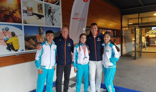 """Willem van der Steeg en Danny van den Berg uit De Meern over het WK Curling in Zwitserland. """"Wij stappen altijd de baan op in de overtuiging ook echt te kunnen winnen."""" Foto: PR"""