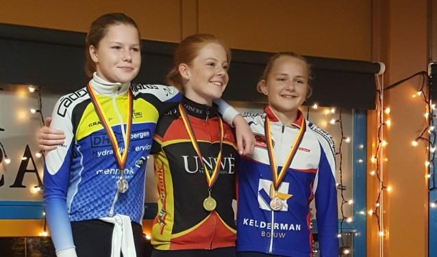 Anna van Meijeren won brons op de marathon in Dronten. Na een spannende race over 10 ronden, kwam Anna als derde over de finishlijn bij de pupillen A.