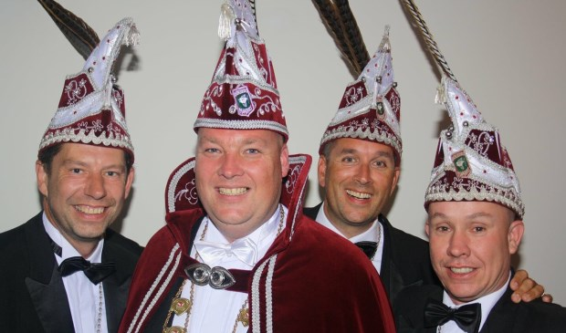 Prins Rob de Jong samen met zijn adjudanten Mark (links), Michiel en Henk.