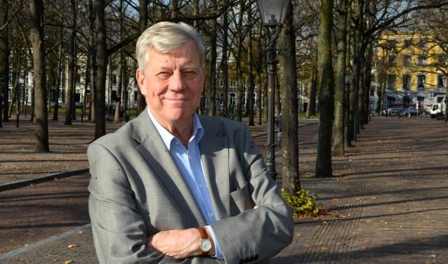 Ex minister Ivo Opstelten bij het Lange Voorhout. (Foto: Jos van Leeuwen)