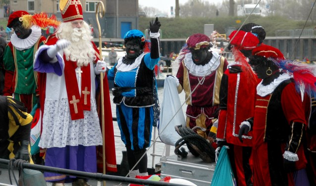 De Sint werd op allerhartelijkste manier ontvangen in Wageningen. (foto Jan Boer)