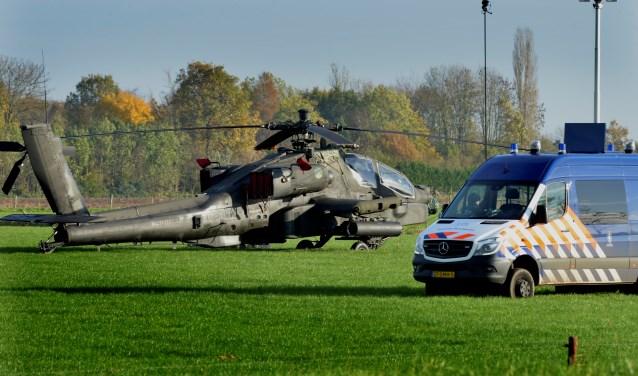 De vlucht van de Apachehelikopter maandagavond was een onderdeel van een militaire oefening. Defensie maakte dinsdag bekend dat de oefening doorgaat, maar dat er niet meer boven Zoelmond zal worden gevlogen. (Foto: William Hoogteyling)