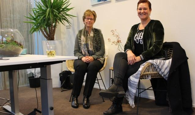 Hilly Kuipers (links) en Nancy Hooijer zien u graag verschijnen in de huiskamer. (Foto: Quirine van Mourik)