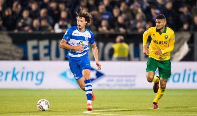 Philippe Sandler stoomt op in de wedstrijd tegen ADO Den Haag van afgelopen zaterdag. (foto: Henry Dijkman)