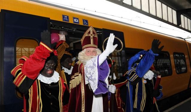 Aankomst Sinterklaas op het station in Hengelo. Foto: Bureau Hengelo