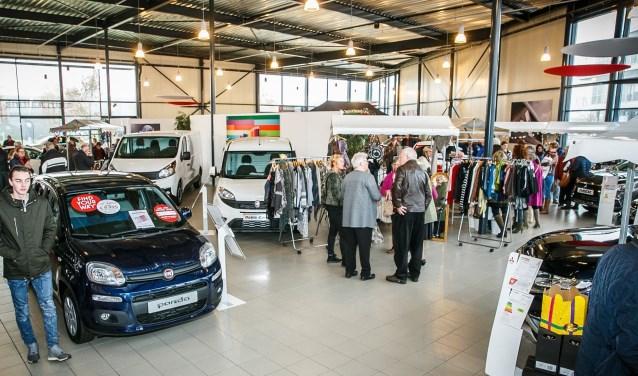 De showroom van Auto Aaltink op industrieterrein 't Lochter in Nijverdal staat op zaterdag 2 december vol met leuke afwisselende kraampjes.