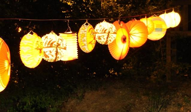 Elk jaar, op of rond 11 november, gaan kinderen met een al dan niet zelfgemaakte lampion en leuke liedjes bij de mensen langs