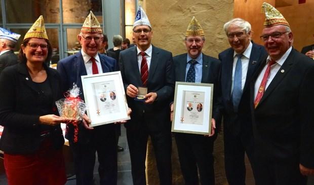 V.l.n.r. Silvia Wallraff (loco-burgemeester), Henk Hendriks, Ulf Hürtgen (burgemeester), Jan van Gent, Josef C. Rhiem (oud burgemeester en grondlegger stedeband en Günter Esser (president Zölleche Öllege 1879)