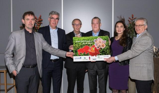 Vlnr.: Peter van de Wiel, Ed Mathijssen, Johan van den Brand, Harrie van Rooijen, Anne-Marie Spierings en Jeroen Naaijkens. Zij hebben vorige week bij elkaar gezeten om het ECCO-project op te starten.
