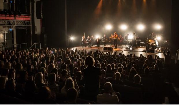 Douwe Bob & Dutch String Collective in Theater Rotterdam Schouwburg. (Foto: Brian van Rensen)