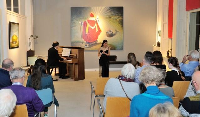 Maurice (piano) en Lanneke (dwarsfluit) in het Kijkdoos Concert. (foto: A.J. van der Linde)