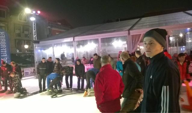 Sporters met een beperking en hun ouders of begeleiders zijn welkom op de schaats- en curlavond. FOTO: PR