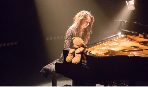 Pianiste Iris Hond.