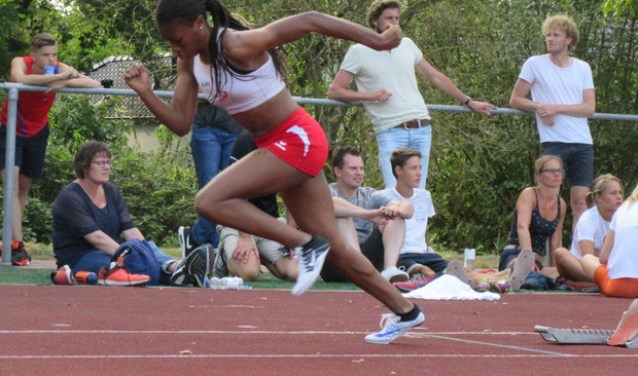 Kadidja Sangare is een atlete bij AAV'36. In 2019 wordt het Nederlands Kampioenschap Atletiek Junioren gehouden bij AAV'36 in Alphen aan den Rijn. De vereniging heeft het project Running Business gestart. FOTO: AAV'36