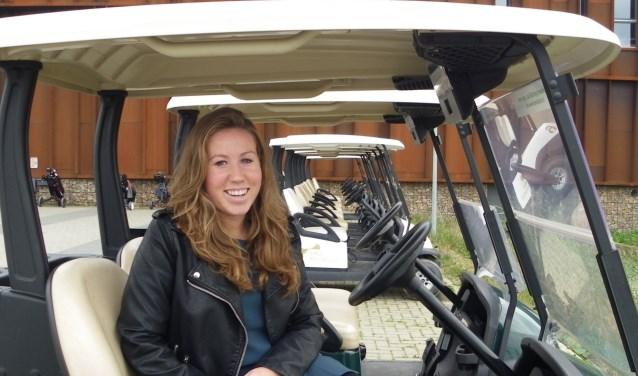Amy Stolwijk organiseert de eerste Nationale Golfdag voor de Boomkwekerij op Golfbaan Bentwoud. De Boskoopse is zelf kwekersdochter. FOTO: Morvenna Goudkade