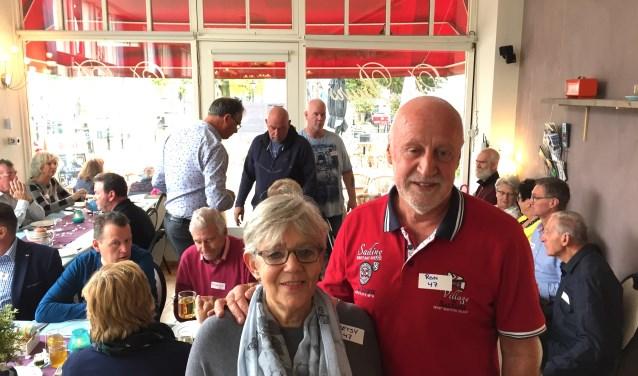 Op uitnodiging van hospitalitymanagers Alex Sievers en Annelies van der Nagel van Vitaal&Zo maakten de toekomstige bewoners van ParkEntree met elkaar kennis tijdens een high tea in De Beurs. Ook Betsy en Ron Bronsgeest die op nummer 47 gaan wonen.