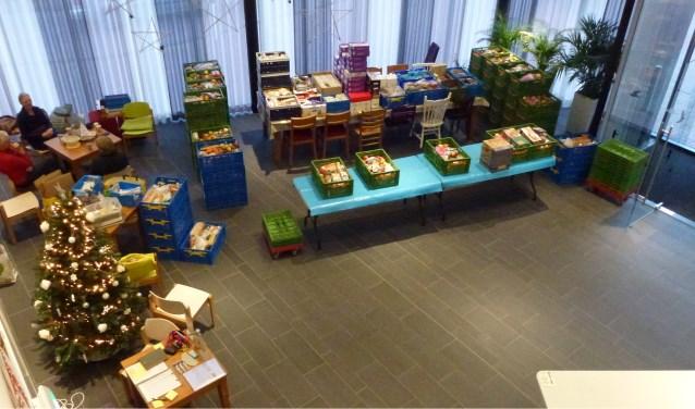 Vrijwilligers van Voedselbank Zoetermeer bij uitdeelpunt Oosterkerk