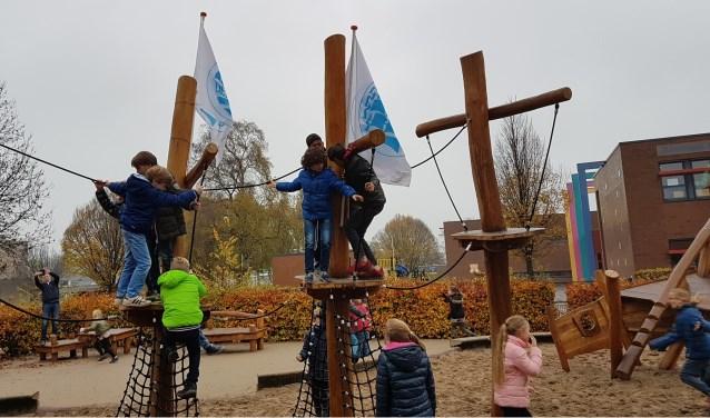 Afgelopen week is het nieuwe schoolplein van OBS De Viermaster officieel geopend. (Foto: Privé)