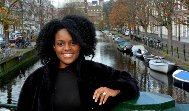 Genelva Krind vindt het internationale karakter van Den Haag heel leuk. (Foto: Jos van Leeuwen)