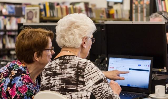 SeniorWeb leert mensen om zich te handhaven in de digitale wereld. (Foto: Ron Koenen).