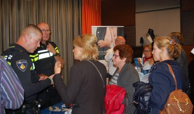 Ook voor de informatiemarkt na afloop van het officiële programma was veel belangstelling. (foto: Jacco van den Boogaart)