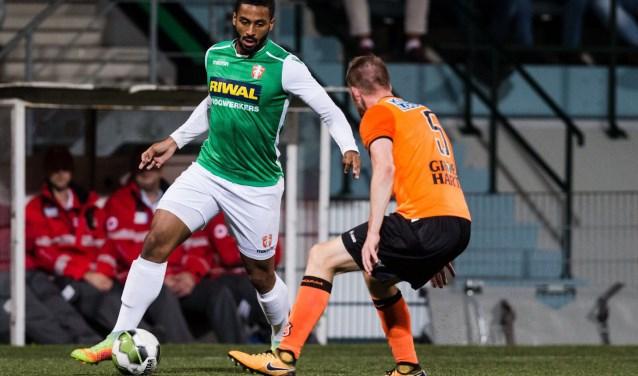 Profvoetballer Terence Groothusen in actie. (Foto: Erwin Spek)