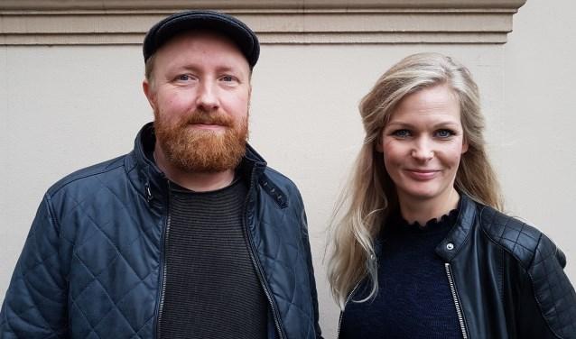 René Postma, bassist, producer en schrijver van de liedjes, en zangeres Anne-Linn Beekhof. 16 november presenteren ze hun album in Hedon. (foto: Alie de Vries)