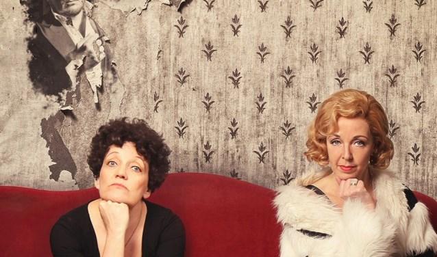 Frédérique Sluyterman van Loo (Dietrich) en  Irene Kuiper (Piaf).(foto; Project ZuidrerBurg)