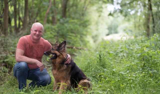 Jan Klösters met zijn dierbare hond Zoë (Foto: Radboudumc).