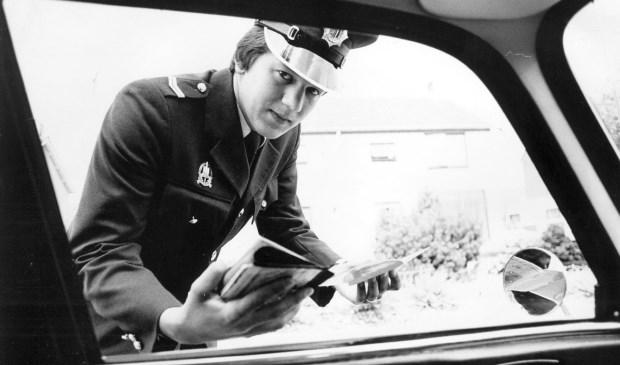 In 'Politieverhalen' lees je om de week een nieuw verhaal van Henk Poelakker. Zijn vader was werkzaam bij de Rijkspolitie in Twente en het Land van Heusden en Altena.