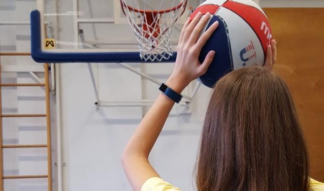 Jongere met chronische pijn en vermoeidheidsklachten krijgt tijdens haar revalidatie inzicht in haar activiteitenpatroon.