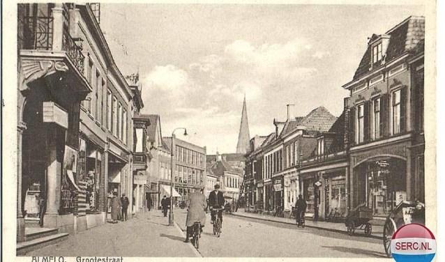 De 'Grootestraat' in Almelo in de jaren '30 laat oude tijden herleven (foto: SERC.nl)