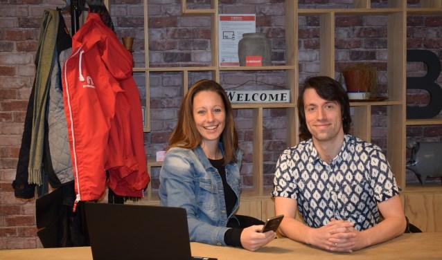 Sylvia Vos en Jurgen Rupschus gaan er graag op uit om het laatste nieuws in Woerden in beeld te brengen. Jurgen: 'Er wordt hier veel georganiseerd en de mensen doen dat echt met passie'. FOTO: Simone Edelman