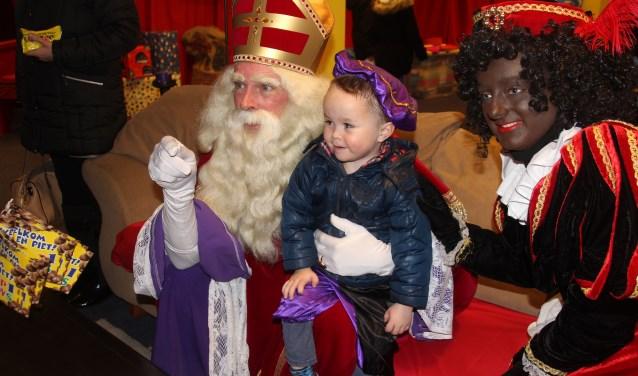 Het Sinterklaashuis is gehuisvest aan de Kerkstraat 1-7 (bij de fontein) waar elk kind de Sint op woensdagmiddag, zaterdag en koopzondagmiddag een bezoekje kan brengen