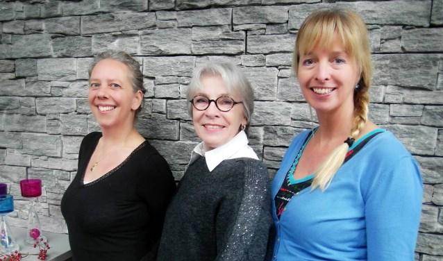 Op zaterdagmiddag 16 december houden (vlnr) Astrid (Yogalicious),  Anneke (Glaaz) en Elly (Crystal Yoga) eenChristmas Fair aan de Potsweg.