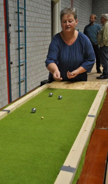 Ada Zieverink won samen met haarman Anton Zieverink de allereerste editie van dit micro-jeu de boules.