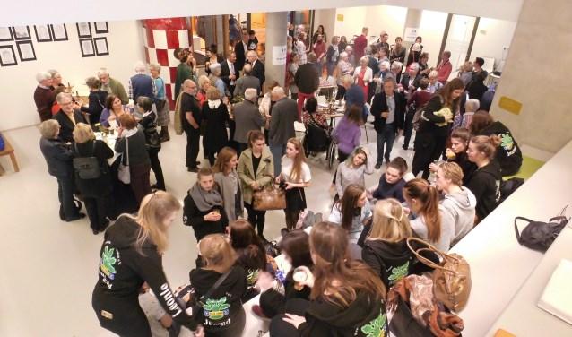 86 gasten uit Coesfeld en evenzovele uit De Bilt met hun burgemeesters waren bij de feestelijke afsluiting van het jubileumjaar. FOTO: Tine Rigter