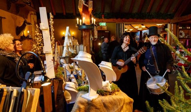 Het was zondag een komen en gaan van mensen tijdens de Kerstfair bij Bijnand van Delft in Drunen.